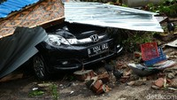 BMKG menyatakan musibah yang terjadi di Anyer, Banten adalah gabungan dari gelombang tinggi dan tsunami. Foto: Grandyos Zafna