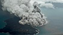Ngeriii! Begini Kepulan Abu Erupsi Gunung Anak Krakatau