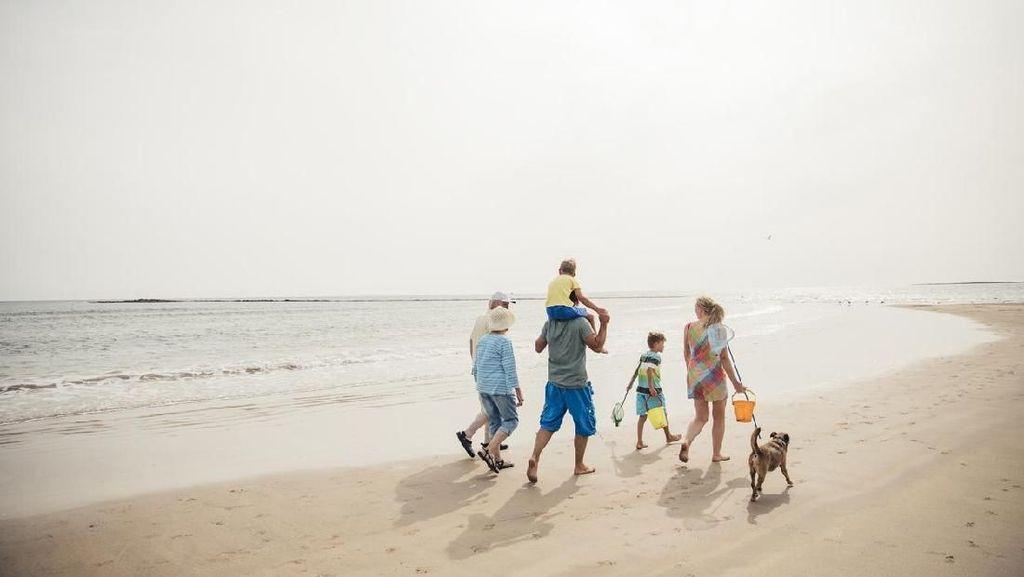 Bunda, Waspada Tsunami dan Hindari Liburan di Pantai