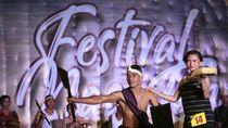 Tenun Ikat dan Fashion Show Pakaian Adat Hiasi Festival Nagi Tana