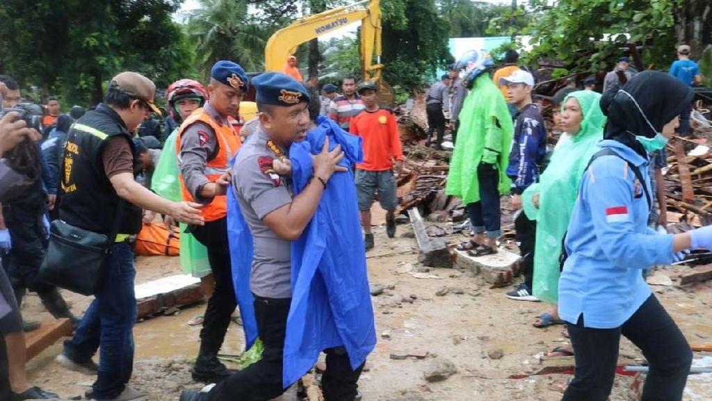 Kisah Bocah Laki-laki Selamat dari Reruntuhan Akibat Tsunami