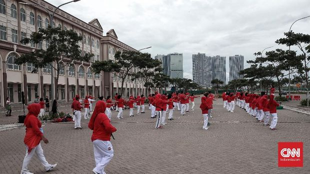 Deretan ruko dan gedung yang sudah berdiri di Pulau D, pulau hasil reklamasi di Teluk Jakarta.