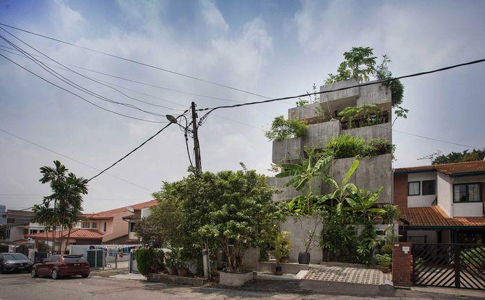Rumah ini bernama planter box house yang memiliki 3 lantai dan berlokasi di Kuala Lumpur. Foto: dezeen.com