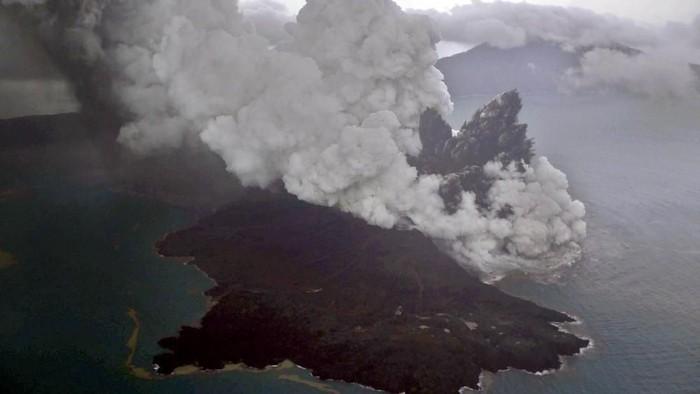 Gunung Anak Krakatau. Foto: Antara Foto