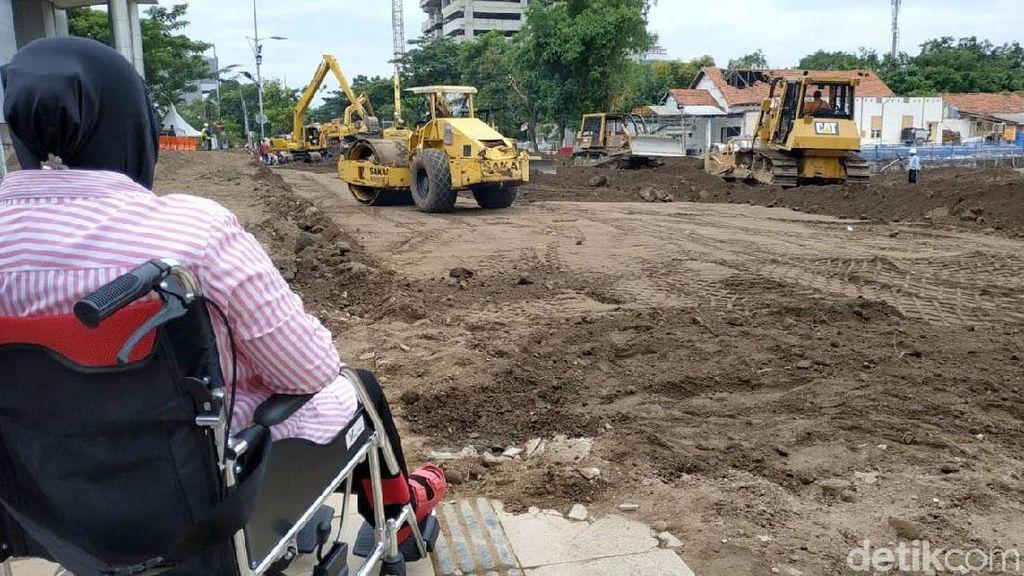 Risma Pastikan Perbaikan Jalan Gubeng Ambles Dibiayai Kontraktor