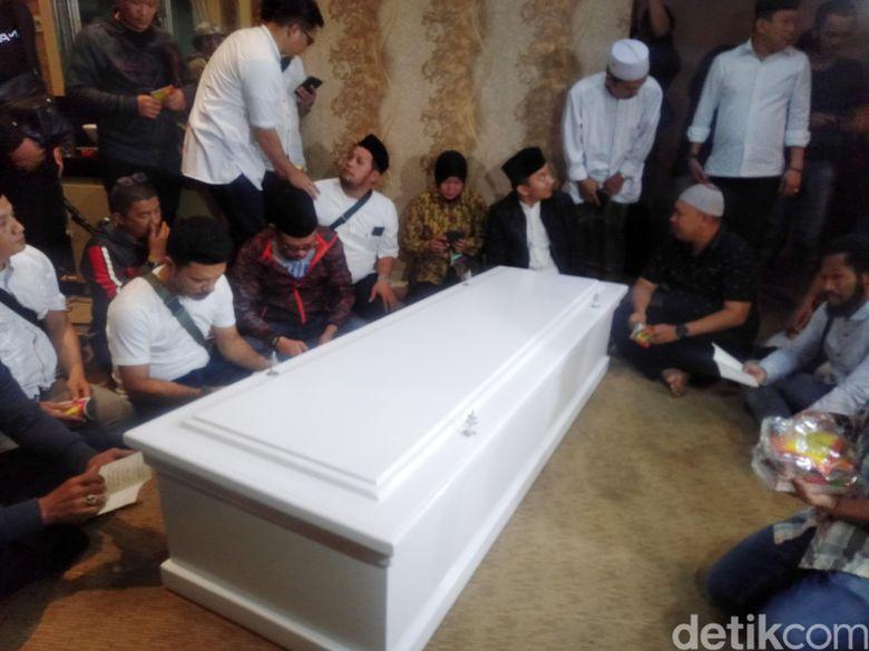 Suasana rumah duka Herman Seventeen di kawasan Kalibata, Jakarta Selatan pada Senin(24/12).