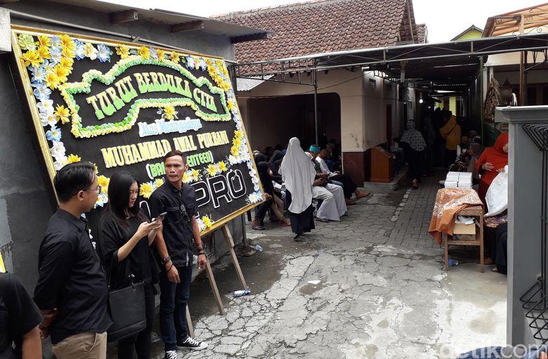 Suasana di rumah duka Bani Seventeen di kampung Gamping Tengah, Sleman pada Senin (24/12).