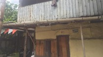Porsche Cayman Beralamat Pemilik di Rumah Berdinding Seng akan Diblokir