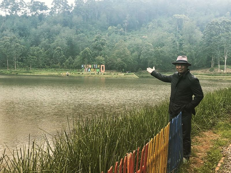 Situ Cisanti berada di Kecamatan Kertasari, Kabupaten Bandung, Jawa Barat. Inilah hulu dari Sungai Citarum yang mana baru-baru keindahannya dipromosikan oleh Gubenrur Jawa Barat, Ridwan Kamil melalui Instagram pribadi-nya (Instagram/ridwankamil)