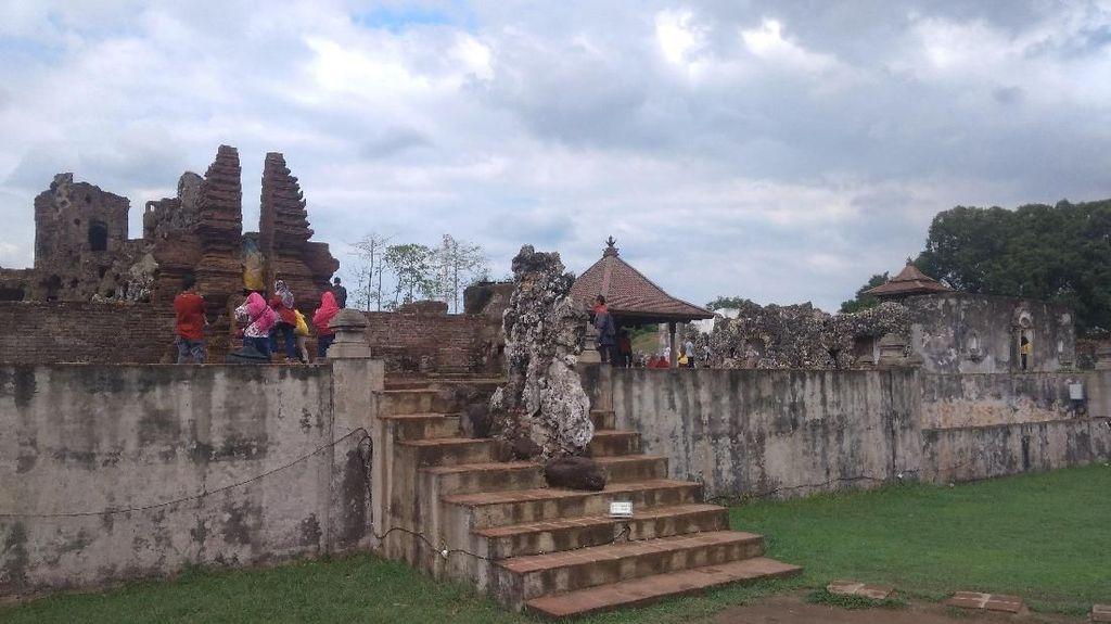 Libur Akhir Tahun, Gua Sunyaragi Cirebon Diserbu Wisatawan