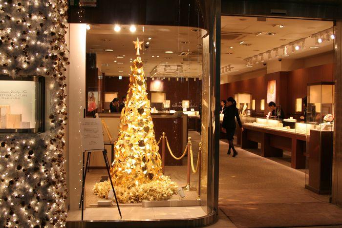 Pohon Natal Ginza Tanaka seharga US$ 468.000 atau Rp 6,7 miliar, mengandung emas murni seberat 12 kg. Istimewa/financesonline.com.