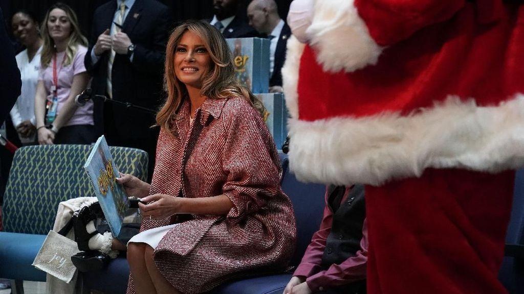 So Sweet! Rayakan Natal, Melania Trump Bacakan Cerita Pada Anak-anak di RS