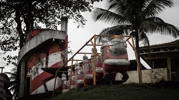 Akibat ditinggalkan, kini Park Albanoel, taman Sinterklas itu menjadi menyeramkan (CNN Travel/Christopher Jones)