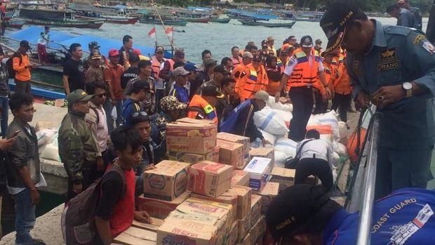 Kapal Kemenhub Bawa Bantuan ke Pulau Sebesi dan Sebuku Pasca Tsunami