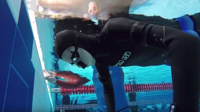 Aleix Segura memegang rekor menahan napas di dalam air (Youtube: Aleix)