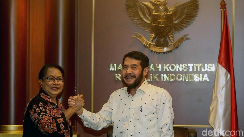 Siasat Menteri PPA Yohana Yembise Naikkan Batas Usia Menikah