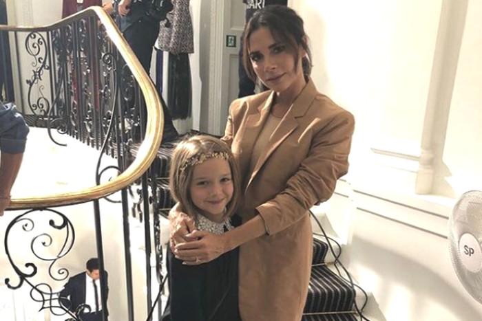 Victoria Beckham Beberkan Pesan Lucu dan Makanan dari Putrinya Untuk Santa Claus