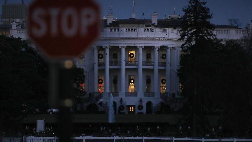 4 Orang Didakwa Terkait Percobaan Robohkan Patung Presiden Ketujuh AS