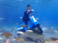 Di dalam air, kamu bahkan bisa berpose naik motor sampai kemping! Hasilnya sudah pasti cocok sekali buat dipamerkan di medsos.(Foto: Bayu Ardi Isnanto/detikcom)