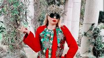 Foto: Wanita Ini Dandan Gila-gilaan Jadi Mirip dengan Pohon Natal