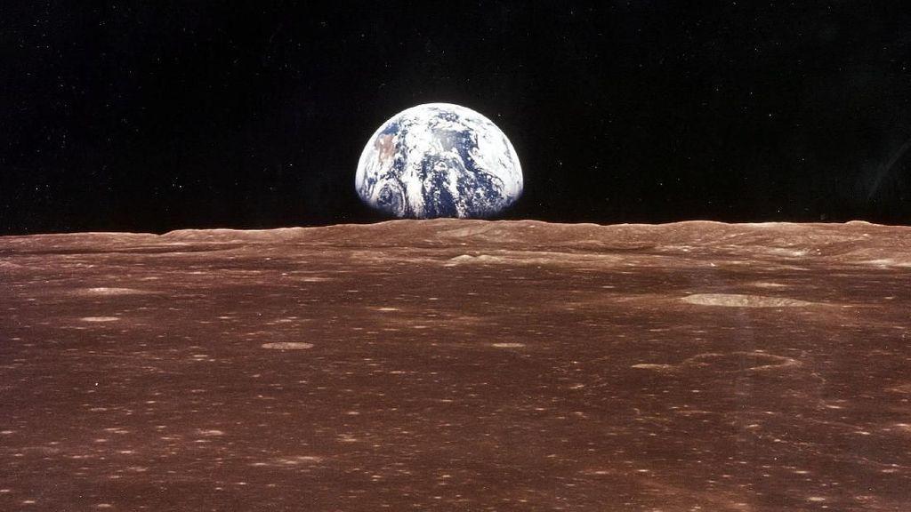 Foto Menakjubkan Bumi Terbit di Bulan
