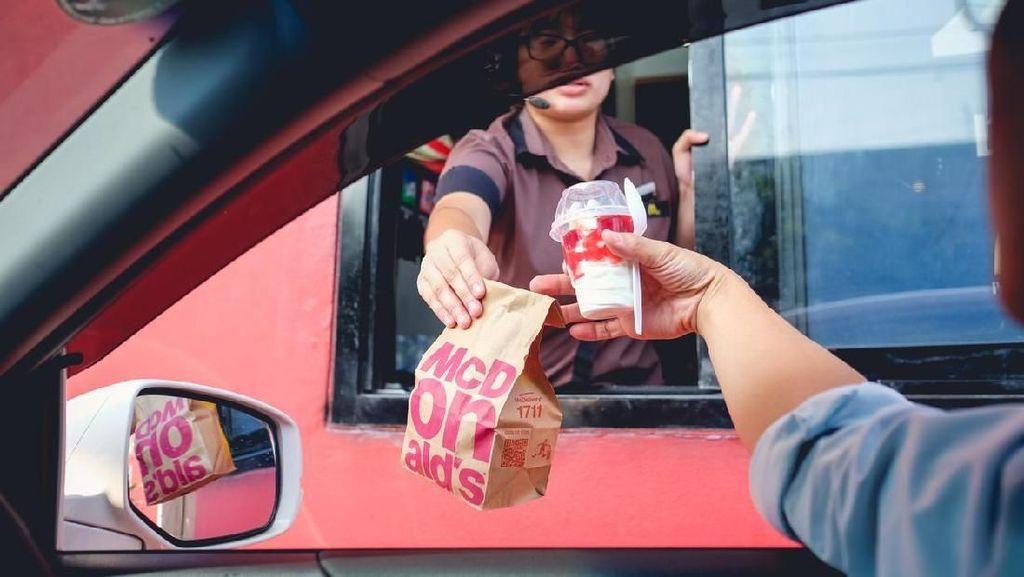 Kelakuan Pelanggan Resto Fast Food Hingga Momen Kulineran Edric Tjandra