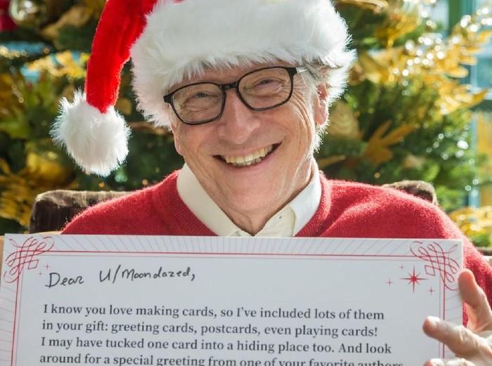 Bill Gates sebagai Santa Rahasia dalam program tukar kado Reddit. (Foto: Gates Notes LLC)