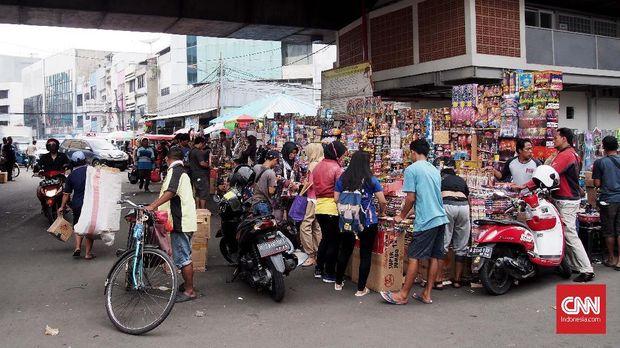 Salah satu sudut Pasar Asemka, Jakarta.