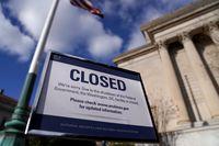Pemerintah AS Ditutup, PNS Merana, tapi Trump Tetap Gajian