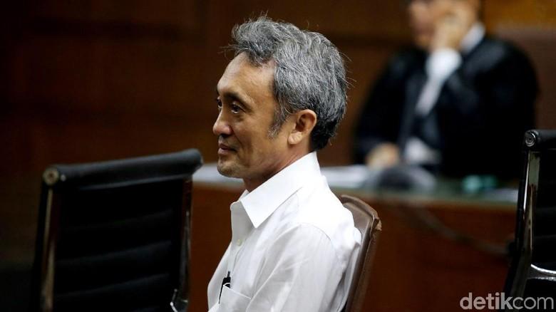 Ekspresi Eddy Sindoro Saat Mulai Diadili Usai Buron Hampir 2 Tahun