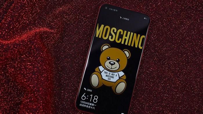 Penampakan Honor View20 yang menggadeng brand asal Italia, Moschino. Foto: Sina Mobile