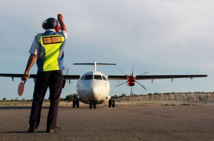 Dengan landas pacu berukuran 1.350m x 30m, bandara ini dapat didarati pesawat jenis ATR-72 dan dengan luas taxi way 185m x 15m dan apron 170m x 45m, mampu menampung 3 pesawat 2 ATR 72 dan 1 twin other. Istimewa/Kemenhub.