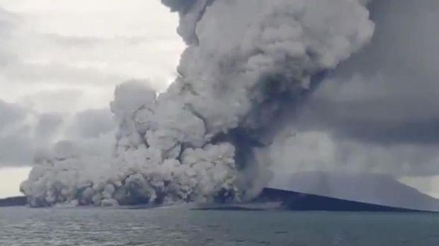 BNPB Sebut Abu Vulkanik Gunung Anak Krakatau tak Ganggu Warga