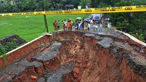 Penampakan Jalan Ambles di Lebak Banten