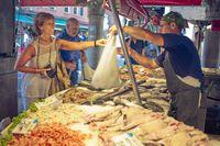 Kurangi Bau Amis Ikan dan Seafood dengan 5 Cara Ini