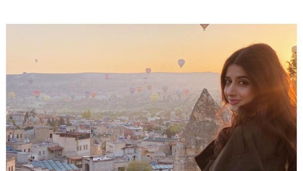 Foto: Jalan-jalannya Model Cantik Pakistan, Mawra Hocane