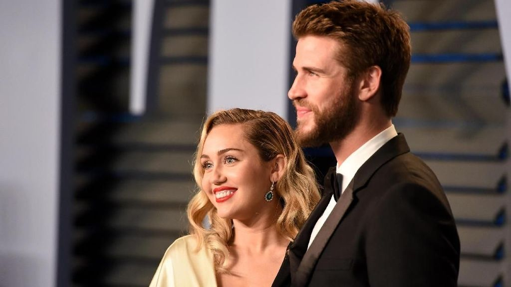 Miley Cyrus dan Liam Hemsworth Sajikan Menu Fast Food di Pesta Pernikahan