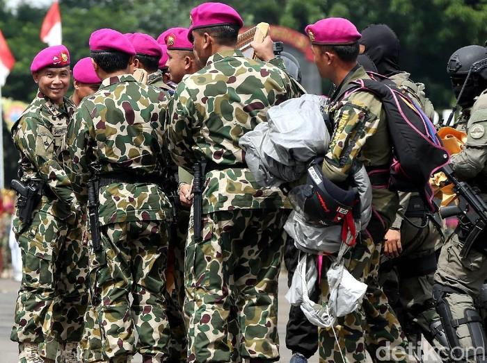Pucuk pimpinan Marinir tak lagi diemban oleh Mayjen TNI Bambang Suswantono. Eks Danpaspampres Mayjen Suhartono kini menjabat sebagai Komandan Korps Marinir.