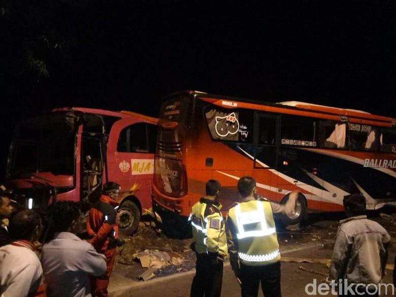Tabrakan Dua Bus di Banyuwangi, 3 Tewas dan 12 Luka-luka