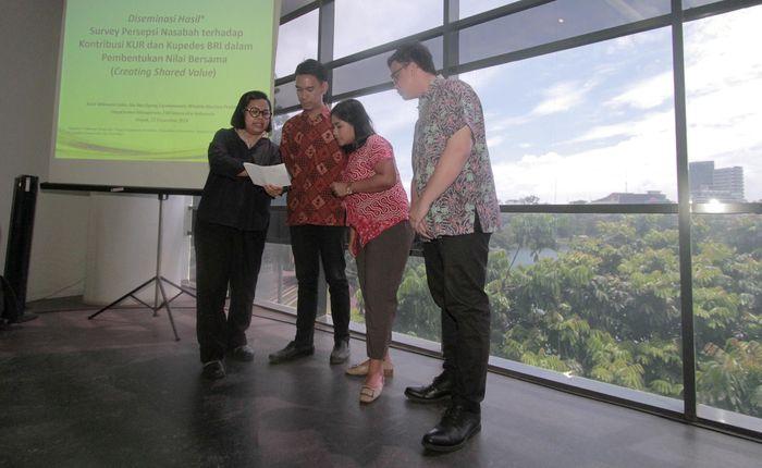 Berdasarkan penelitian mereka, Nasabah menganggap penyaluran KUR dan Kupedes oleh BRI penting dalam upaya mereka menciptakan shared value melalui pengembangan kluster usaha diseluruh wilayah Indonesia. Foto: dok. BRI