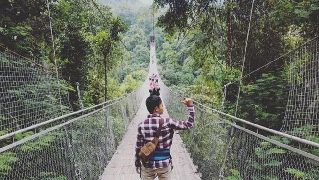 Jembatan Gantung yang Hits Sampai Air Terjun Cantik di Sukabumi