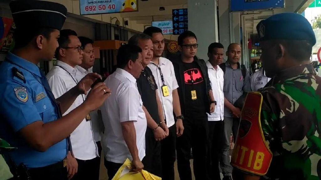 Tangan Diborgol, Begini Suasana Penangkapan Anggota Exco PSSI Johar Lin Eng