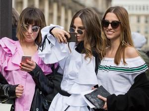 Modern atau Klasik? Cek Gaya Pakaian Mana yang Lebih Cocok Untukmu