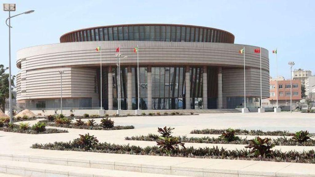 Senegal Desak Pengembalian Artefak Budaya Warga Afrika