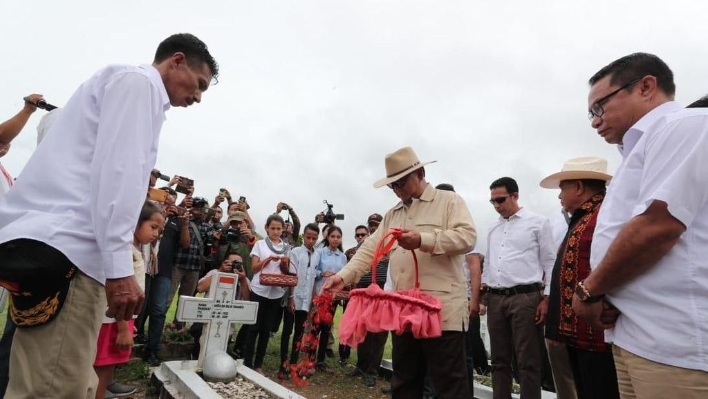Ke Atambua, Prabowo Ziarah ke Makam Pejuang Joao Tavares