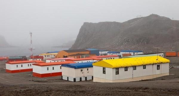 Destinasi di Bumi yang paling mendekati kehidupan di planet lain. Villa Las Estrellas merupakan sebuah pemukiman di Antartika dengan sebuah sekolah, kantor pos, dan sekelompok rumah (BBC)