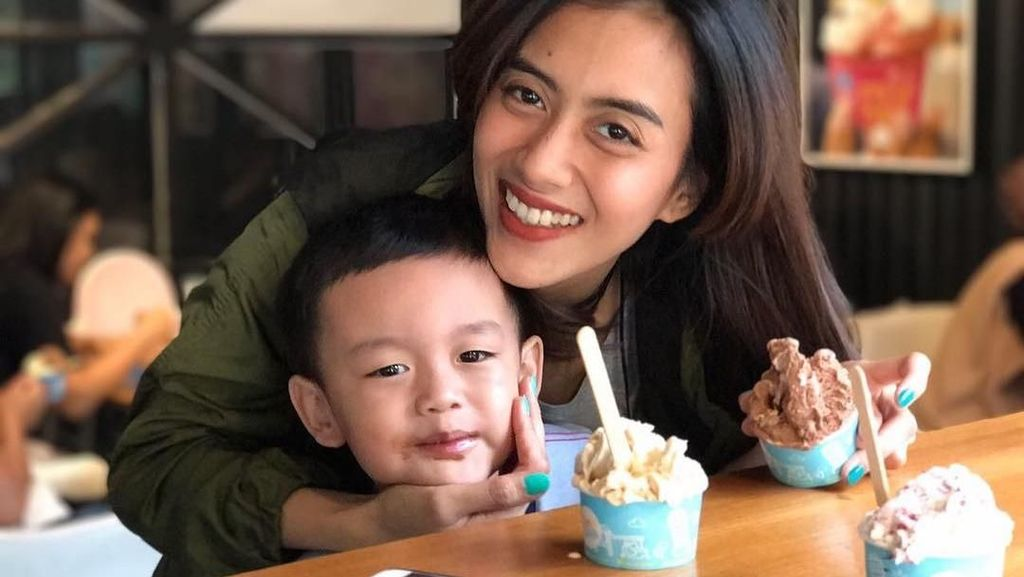 Istri Kembaran Ifan Seventeen, Cynthia Wijaya Doyan Es Krim dan BBQ