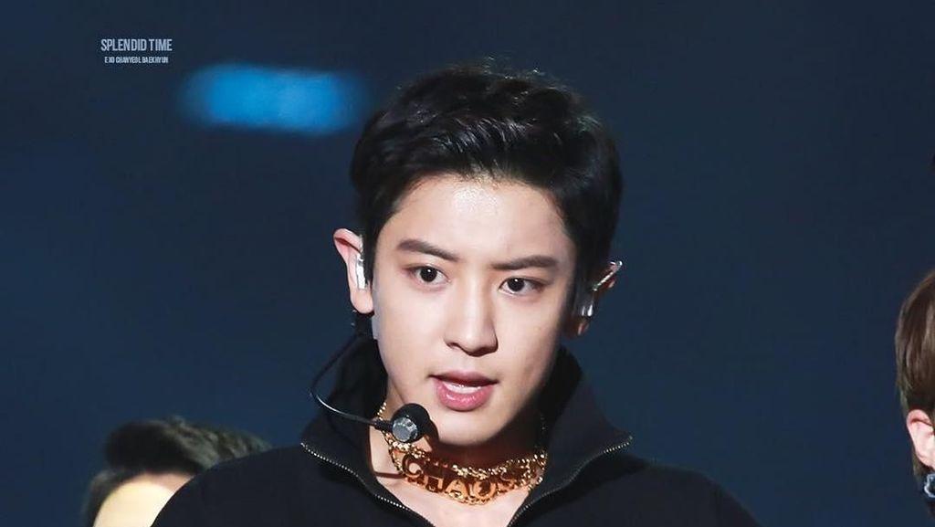 Chanyeol EXO Pakai Baju Bolong Saat Manggung, Harganya Nggak Murah