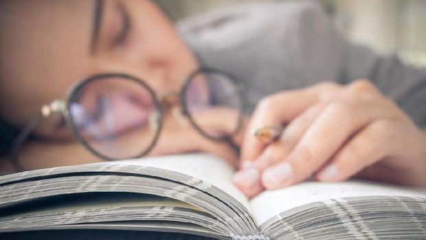 Tekanan mental saat mengerjakan skripsi bisa memicu guncangan kejiwaan.