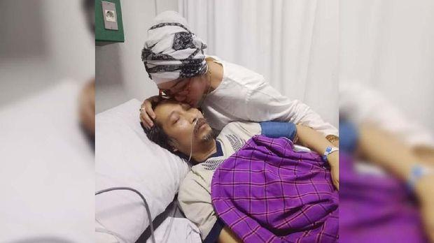 Dian Pramana Poetra meninggal karena kanker darah.